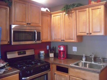 Full sized well eqipped kitchen/Inside HE washer & dryer