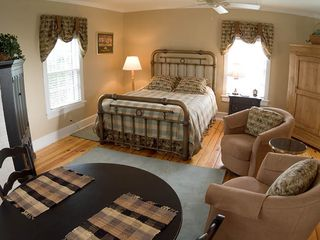 Charlottesville farmhouse photo - The efficiency suite upstairs. Its huge. Whirlpool tub in giant bath.
