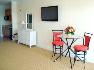 Hampton Beach hotel photo - Studio living and dining