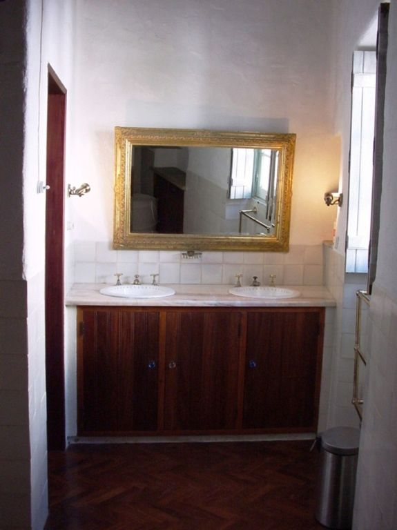 Cottage, twin basins in bathroom