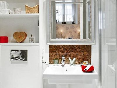 Paris Sweet 36 modern bathroom
