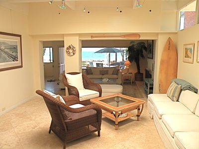 Malibu house rental - Snuggle up with a book in the sun room.