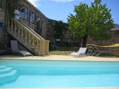 Family friendly 2 bedroom apartment with pool and wifi 2 mins walk to town centr