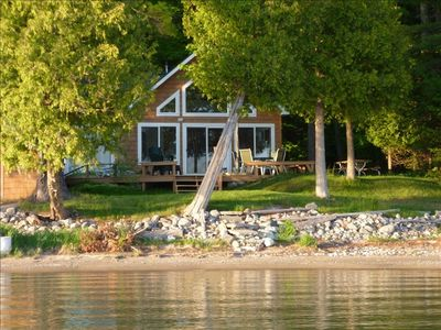 Cute family cottage on lake charlevoix vrbo for 10 bedroom vacation rentals in michigan