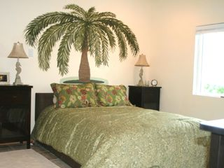 Master Bedroom en Suite with Queen bed, faces the Sea - Cat Island house vacation rental photo