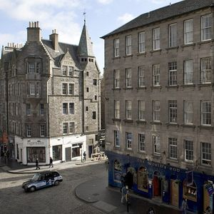 Edinburgh apartment rental - View of the Royal Mile from the window seat