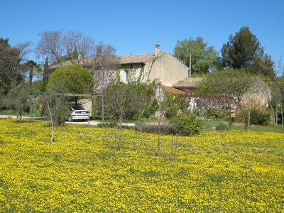 Provence house at the centre of a very attractive region.