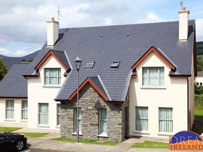 Kenmare Holiday Residences 3 Bed beside Kenmare Bay Hotel