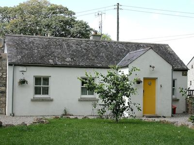 The Pump House - cosy farm cottage with fishing and golf nearby