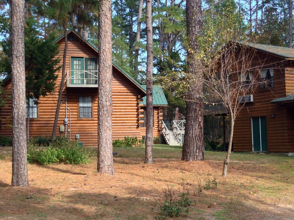 Beautiful upscale rustic cabin in the woods with hot tub for Texas cabins in the woods