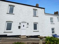 4 COASTGUARD COTTAGES, family friendly in Coverack, Ref 922062
