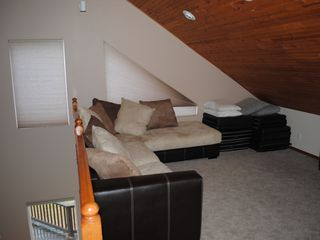 Lake Roosevelt house photo - Loft w/ LCD TV sleeps 2 on couch 4 more on sleeping pads
