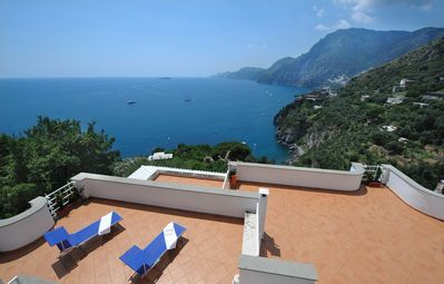 Amazing sea view, large terraces and direct access to the beach of Laurito