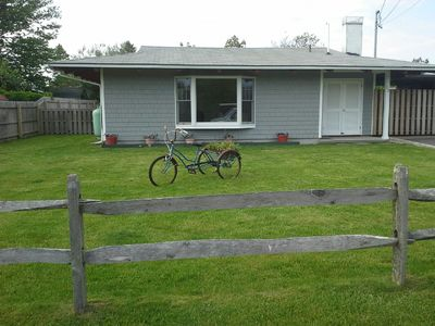 Newly renovated, country ranch, short walk to private beach