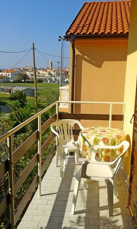 Holiday apartment 406004