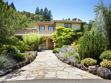 Healdsburg estate rental - The beginning of your vacation at Casa Privata