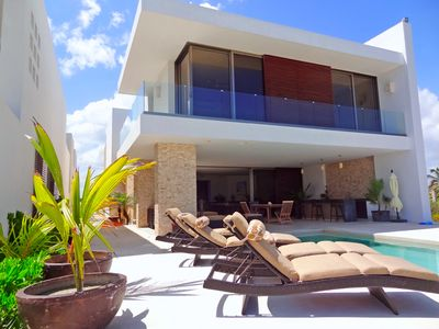 Mayan Design 4 Bedrooms/5 Bath Home with Beachfront Pool in Uaymitun