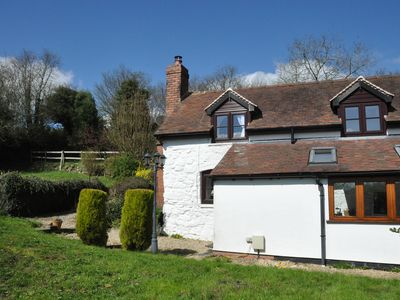 Beautiful and Quiet Rural hideaway for two near Ludlow with stunning views