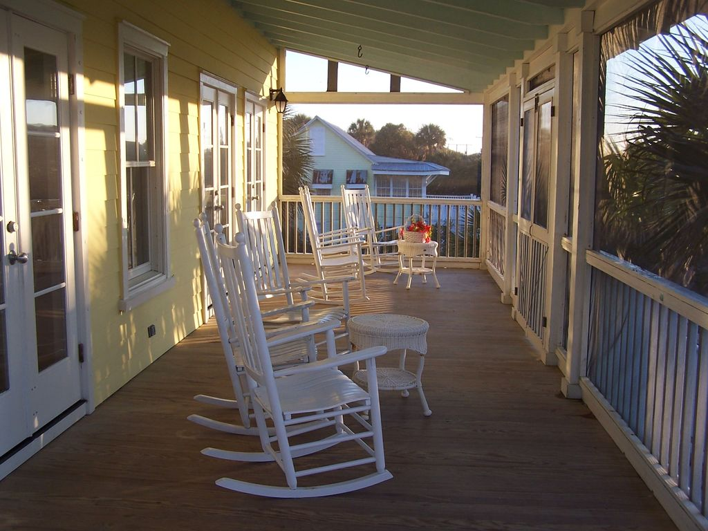 Folly breeze spacious and comfortable homeaway for Beach house with wrap around porch