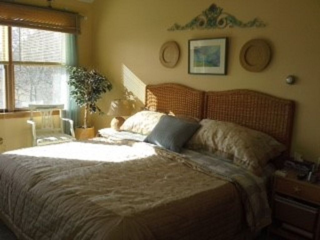 Peaceful Bedroom Peaceful 4 Bedroom 3 Full Baths Waterfront Home On Follins Pond