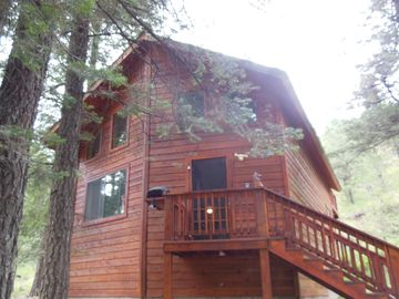 Ruidoso cabin rental - Front view of Casa Angeles