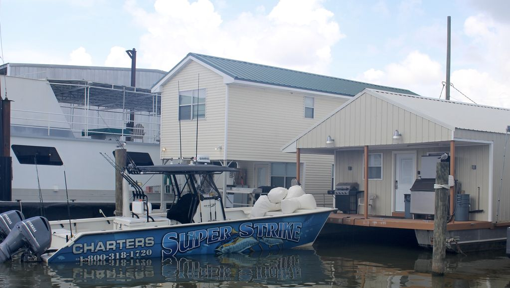 Venice marina houseboat lodge for rent located at the for Houseboats for rent in california