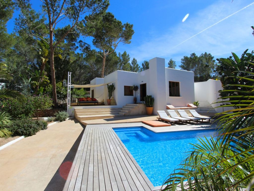 Casa salada ibiza villa with fantastic pool and stunning for Villas ibiza