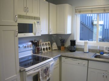 Fully equipped kitchen-dishwasher, microwave, range/oven and all full supplies.