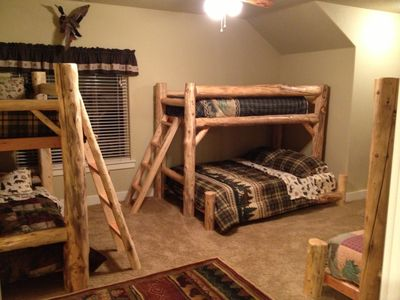 McCall cabin rental - Upstairs Bedroom w/ Bath, Walk in Closet and Three Bunk Beds (Sleeps 9)