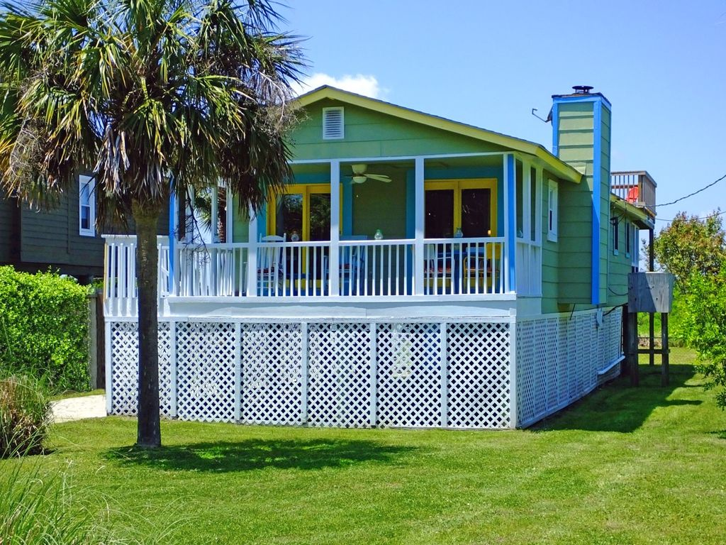 The perfect beach cottage 1630 east ashley vrbo for 9 bedroom beach house rental