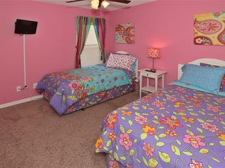 Emerald Island villa photo - girls twin room upstairs