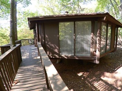 Tree house big canoe cabin convenient to vrbo for Big canoe lodge