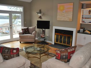 Moneta house photo - Living room with comfy seating for 6