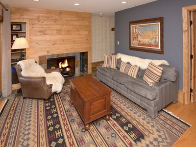 Platinum rated, easy walk to slopes, common area hot tub, walk to restaurants