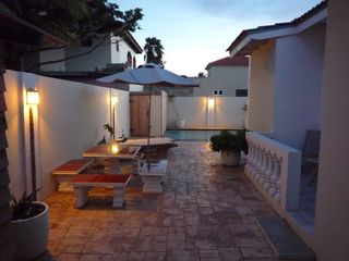 Aruba villa photo - Enjoy a drink outside before having diner under the palapa at the pool
