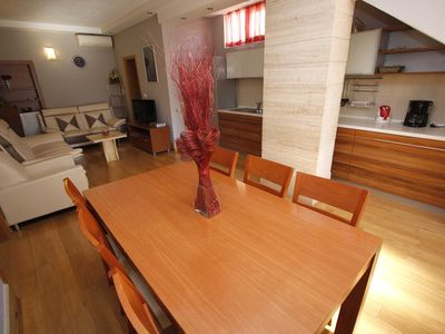 *** LAST MINUTE *** - 15% apartments with air, wireless, satellite TV, centrally located