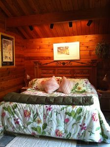 Juneau cabin rental - Glacier King Bedroom at Fireweed Guest House
