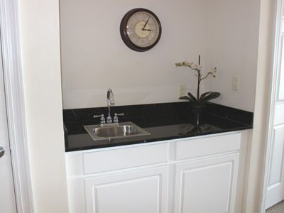 Wet bar counter and mini sink