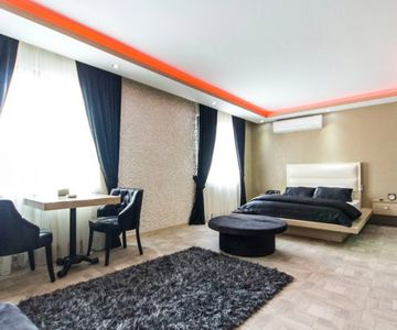 Black Room For 3ppl Close To Mecidiyekoy Trump Towers