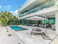 Magnificent Bayfront Villa with Pool/Jacuzzi