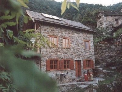 Lone-standing vacation home in the mountain village of Valleggia in Piemont