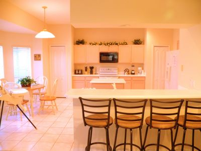 Large full kitchen, bar counter, breakfast nook