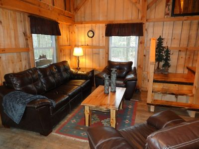 Lucas cabin rental - Rustic living room with staircase