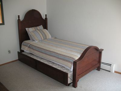 Trundle bed in 3rd bedroom