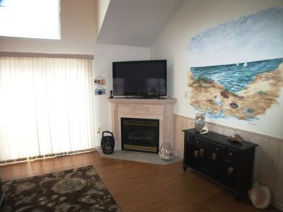 Flat screen TV, wireless internet access, gas fireplace.