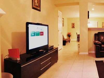 Spacious living room with 42in HDTV and Wii