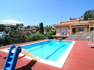 Villa With A Large Pool, Ideal For The Families Looking For A Relaxing Holiday