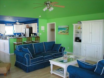 Galveston house rental - Spacious living room & den allows easy interaction with kitchen