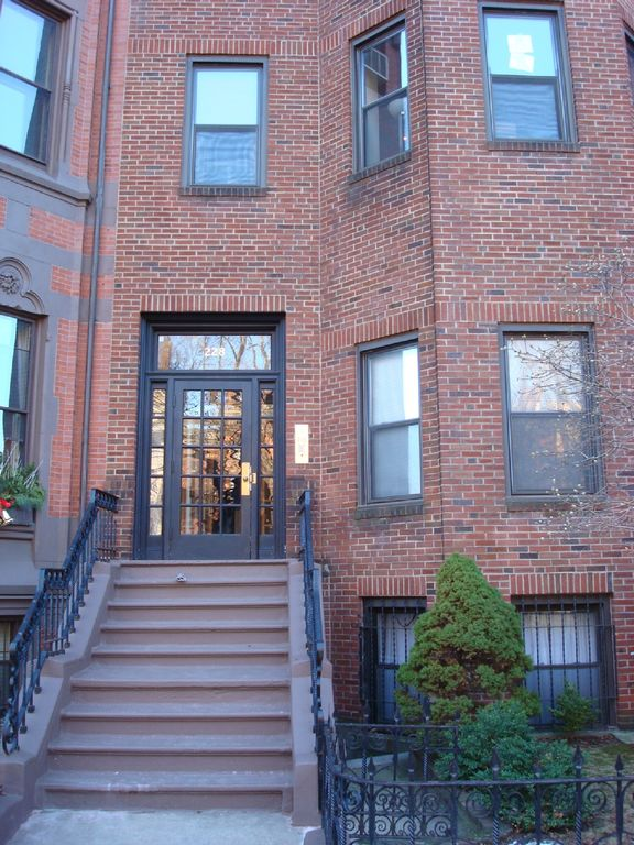 Boston condo rental - Entrance to building