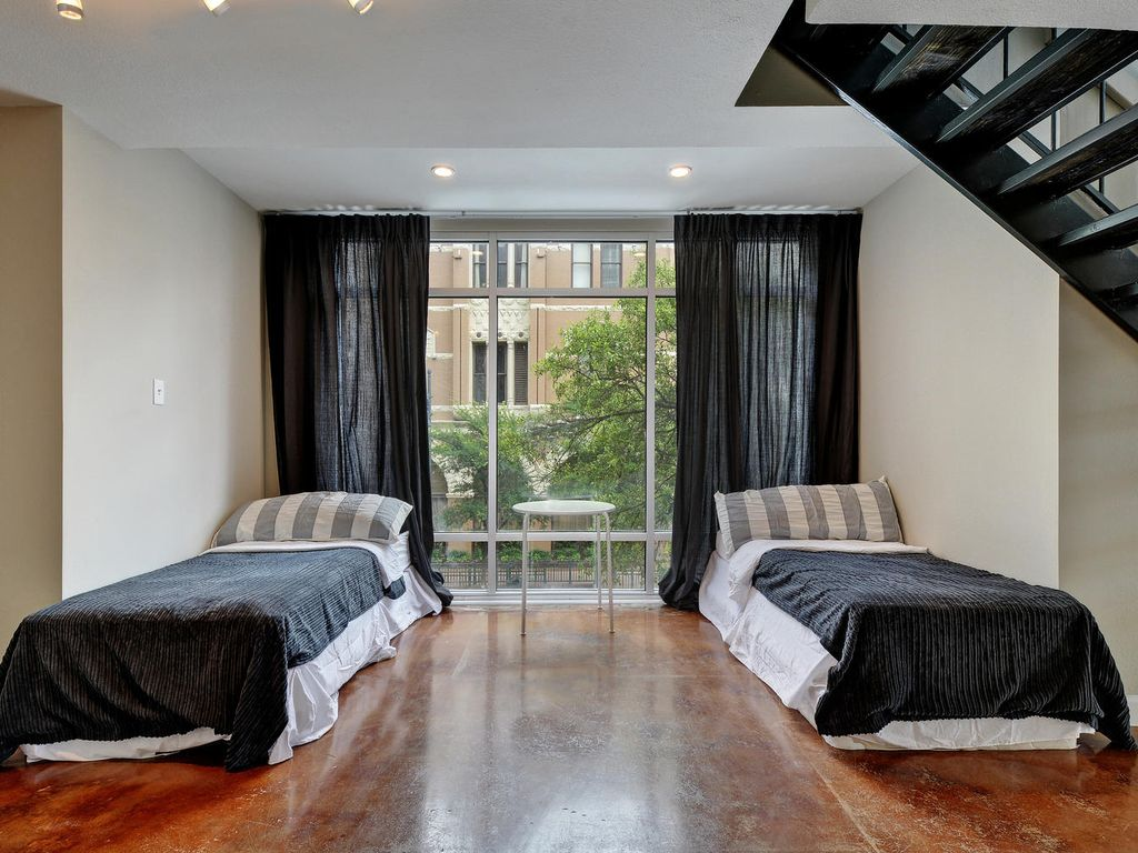 Modern Corner Suite w Amazing views of 6th St + Downtown. Walking Score 99.